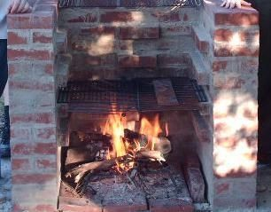 How to Build a Brick Outdoor Barbeque Grill thumbnail