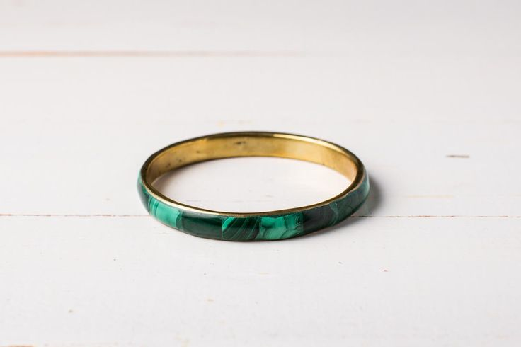 Serenity   Africa, ethical, jewellery   An elegant emerald green bangle. Understated when worn alone, or eye catching when worn as a set of three or six. Also matches well with other bangles to create a unique look.      Size: 7cm in diameter     Buy 3 or more bangles and SAVE  Each piece of Zurii jewellery is unique, and handmade in Uganda. Variations may occur in colour, length and size, which adds to the individuality and beauty of the piece.