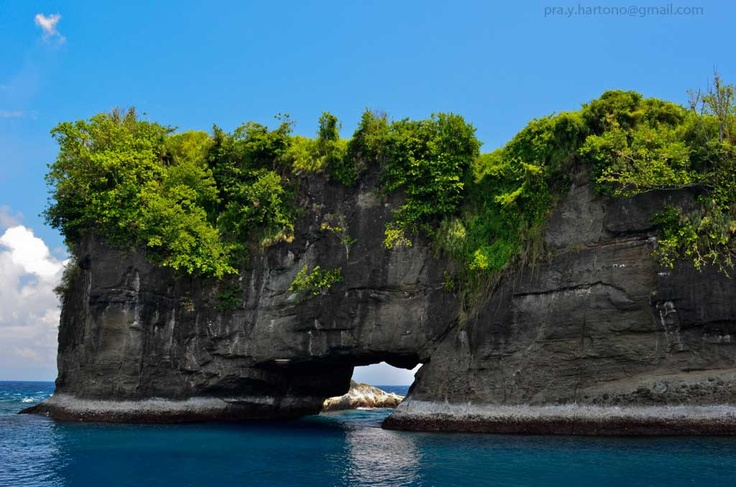 The gorgeous Loloda island in West Halmahera. A must visit to all traveling lover!