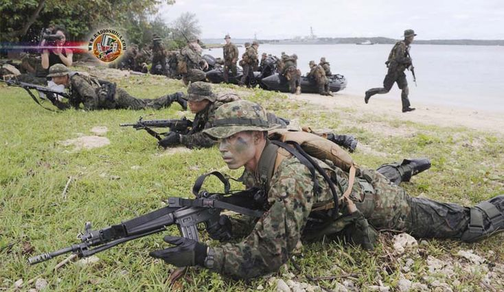 Forças de Autodefesa do Japão e militares norte-americanos fazem exercício conjunto. A Força Terrestre de Auto Defesa Japonesa e militares dos EUA realizara