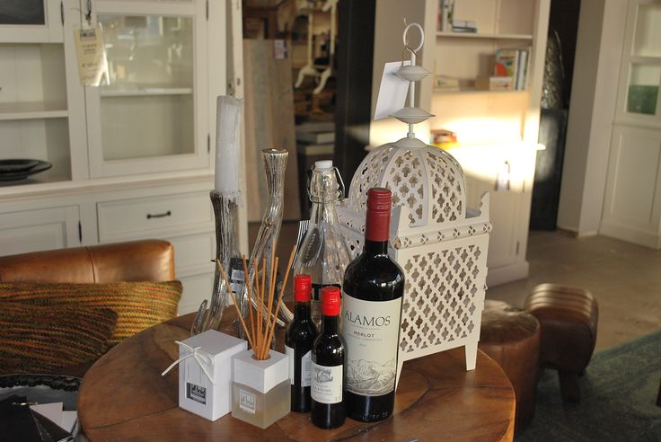 Accessoires  #geurstokjes #lantaarn #kandelaar #wijn #wijnfles #groot #klein #houtenplaat #waterfles #kaarsen #interieur #interior #accessoires #interiorstore #interieurwinkel #meubels #en #meer #mijdrecht #meubelsenmeer #wine #candle #wood #cabinet #bookshelve #bookcabinet