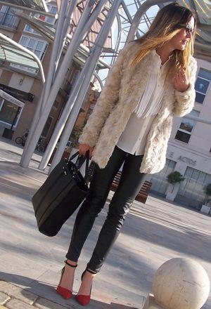Look by @sdiosas with #leggins #zara #invierno #hm #fur #shirt #coats #heels #flecos #stradivarius #zapatos #streetstyle #leggings #jackets #bags #diario #vinilo #shine #outfits #looks.