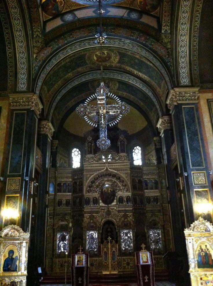 Hanging cross and iconostasis.  Domniţa Bǎlaşa Church, Bucharest