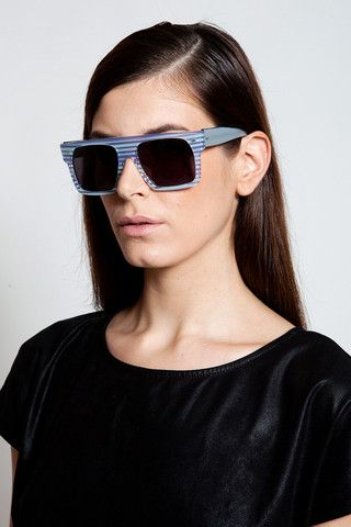 Take on the streets with this pair of shades and make heads turn!