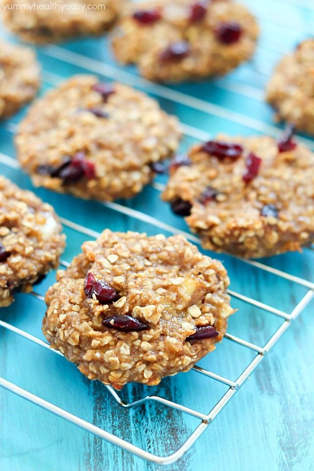 Healthy Banana Cookies (flourless & eggless!) These cookies are soft, moist and super healthy! A great post-workout snack or healthy dessert option.
