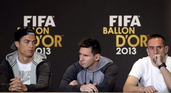 L'entusiasmo e il brio dei tre finalisti #pallonedoro pic.twitter.com/AVbcZ6AdOZ