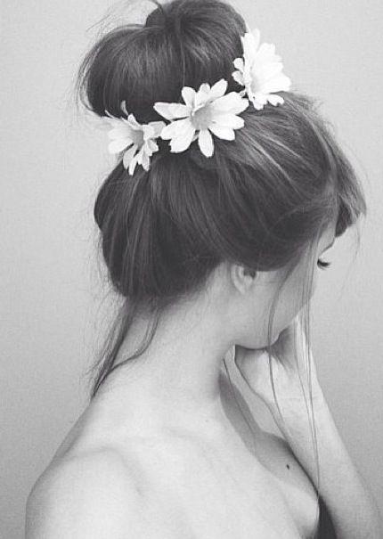 Flowers crown bun. Festival hair #lulusrocktheroad