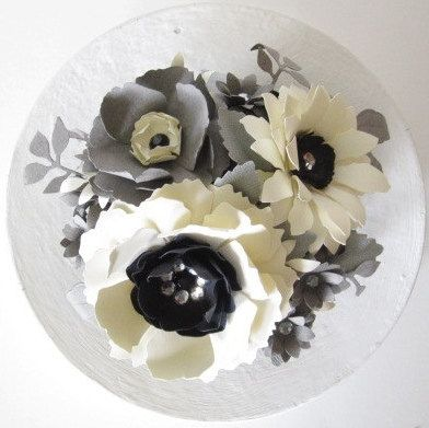 Ivory and Gray Paper Flower Cake Topper: Flowers Cakes Toppers, Cakes Toppers Flowing, Flower Cakes, Grey Flowers, Cakes Tasting, Cakes Topperflow, Grey Paper, Gray Paper Flowers, Cakes Toppers Gorge
