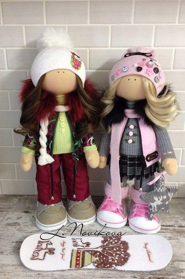 Куколки едут в один дом.