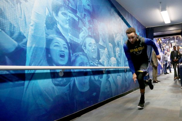 Golden State Warriors' Stephen Curry (30) runs back to the locker room after warmups before the start of the game against the Oklahoma City Thunder at Oracle Arena in Oakland, Calif., on Tuesday, Feb. 6, 2018. (Ray Chavez/Bay Area News Group)