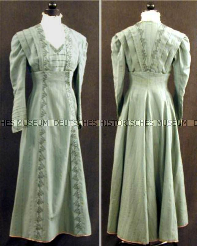 Day dress, Thüringen, Germany, 1900. Light green/blue wool twill with embroidered white lace cotton and tulle collar. Lined with light gray and light brown cotton. German History Museum