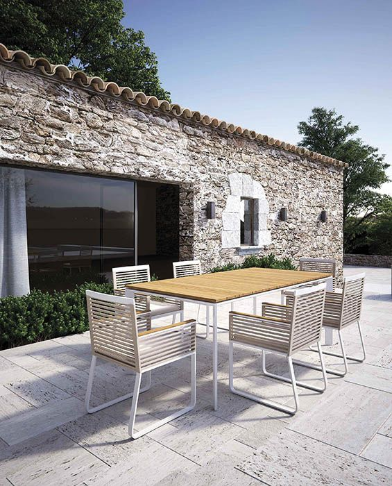Choose the Online chair by Atmophera for your outdoor areas. Aluminium and rope create an unique weavinthat draw the attention to the details manufactured with attention. This is an element of furniture with a clean but sophisticated design.