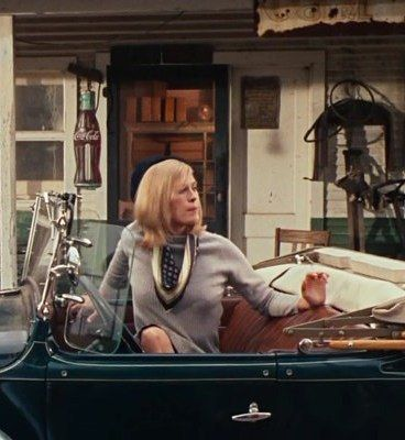 "Faye Dunaway in Bonnie and Clyde (1967). Costume Design by Theadora van Runkle / Фэй  Данауэй в ""Бонни и Клайд"" (1967). Художник по костюмам Теадора ван Ранкл #oldgoodmovies #style #styleinspirations #vintage #FayeDanaway  #кинораньшеговремени #стиль #мода #винтаж #смотриивдохновляйся #ФэйДанауэй"