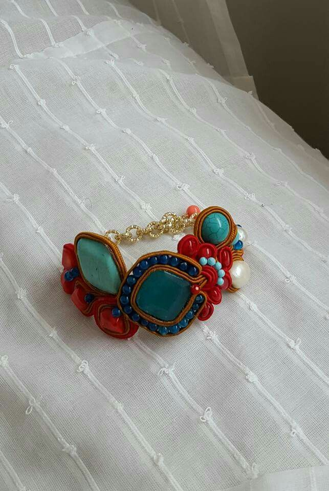 Bracciale soutache con turchesi, agate, corallo bambù, perle barocche e pasta di turchese Notedizucchero.blogspot.com