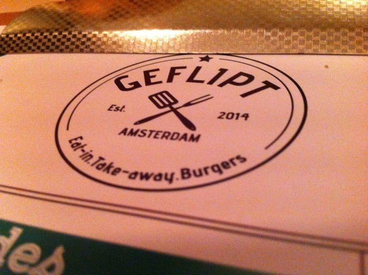 GEFLIPT BURGERS | Weer een nieuwe burger spot in town. Bij Geflipt burgers op de hoek van de  Albert Cuypstraat en de Van Woustraat in De Pijp kun je vanaf de middag binnenlopen voor een goede burger.Vlakbij Hutspot en Bar Hutspot dus als je toch in de buurt bent loop dan zeker ook even binnen bij de buren. Bij Geflipt kun je ook je burger meenemen om thuis op te eten! Voor wie haast heeft ;-) Via: youlitteblackbook.me. | Van woustraat 15, Amsterdam