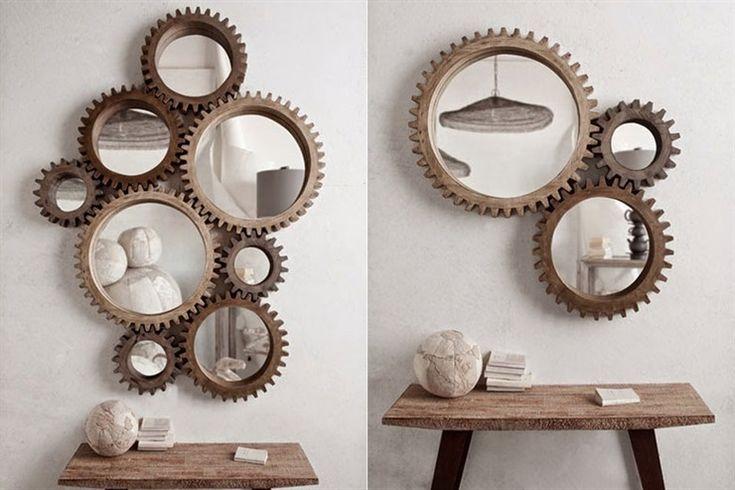 Unos lindos espejos con marco en forma de rueda dispuestos de forma ingeniosa generan el mismo efecto visual que las poleas y los sistemas de la maquinaria fabril