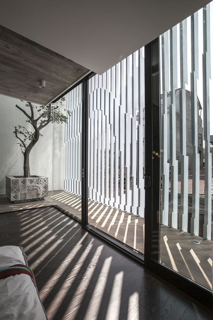 Image 4 of 51 from gallery of 7x18 House / AHL architects associates. Photograph by Hung Dao