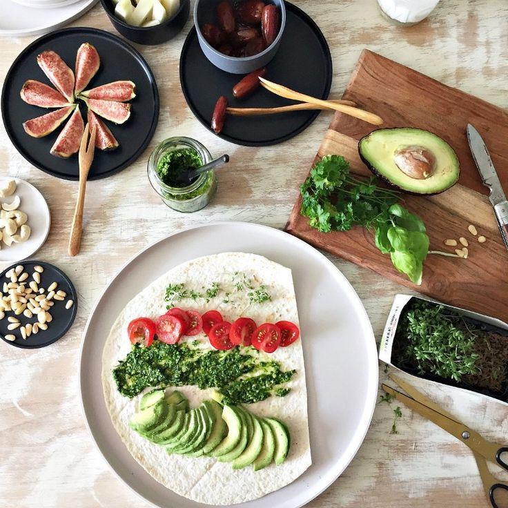 Picknick mit Peili, vegane Wrapröllchen und Bärlauch Pesto Rezept. In den praktisch und stylisch mit Geschirr von ZONE DENMARK.