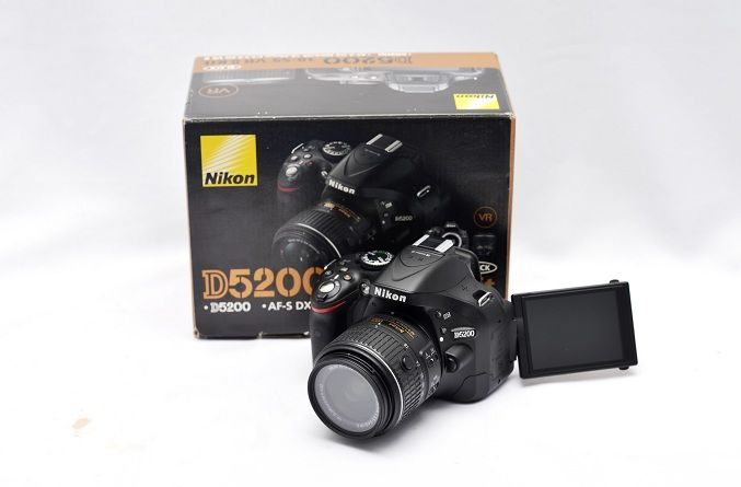 Jual Kamera DSLR 2nd – Nikon D5200: Kamera DSLR 2nd - Nikon D5200 Harga : Rp. 4.700.000,- (Ready Stok)