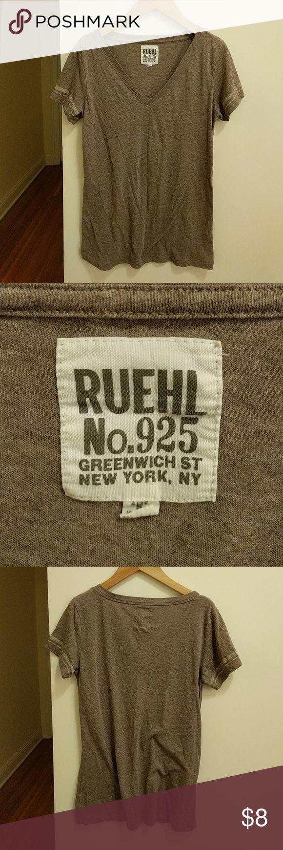 Ruehl | Tee Grey/beige tee Ruehl No. 925 Tops Tees - Short Sleeve