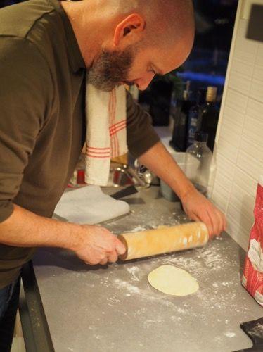 Enkelt och mycket godare än de färdiga som du köper på affären. Testa och se själv! Detta receptet ger ca 8st stora tortilla bröd eller 12 mindre. Ingredienser 2,5 dl vetemjöl 1,25 dl majsmjöl 1,75…