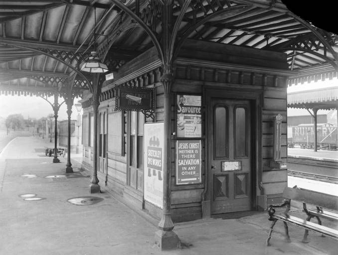 Waiting room at St Albans City station, 1943