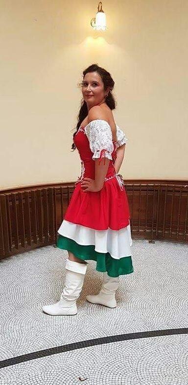 Magyaros ruha/Anglia
