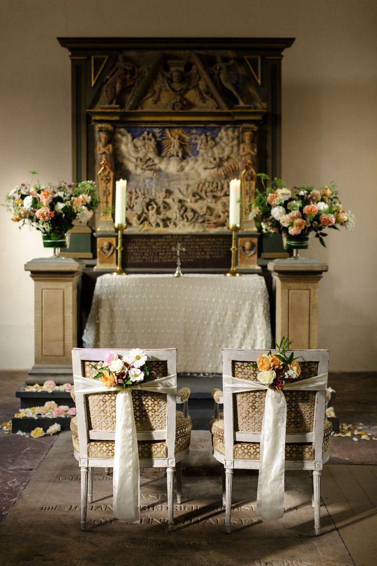 Hochzeitsdekoration mit peachfarbenen Elementen