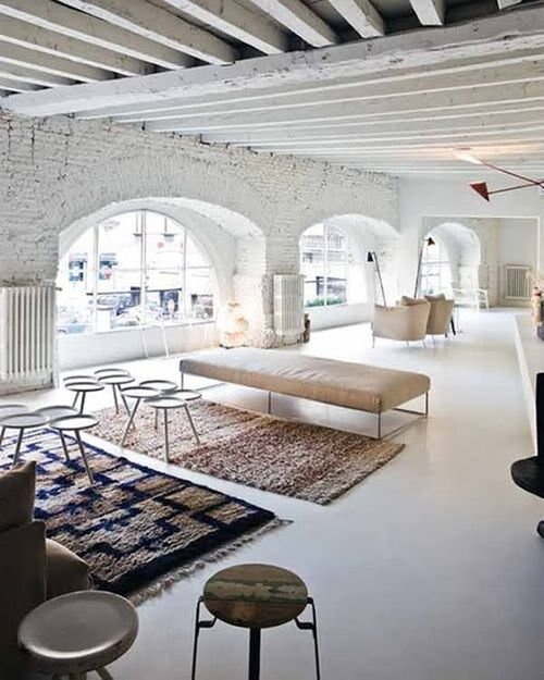 What a beautiful space! I would love to use this space as a blank canvas and turn it into something amazing! :-)