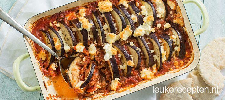 Een heerlijk kruidig gerecht van gehakt in tomatensaus met aubergine uit de oven