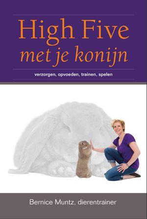 Het boek 'High Five met je konijn' is een uniek boek voor iedereen die met konijnen omgaat. Konijnen worden vaak in een klein hok gehouden en leiden een saai leven. Onnodig! In High Five met je konijn lees je welke verzorging je konijn nodig heeft. En hoe jullie samen kunnen genieten van een goed en gezellig leven.