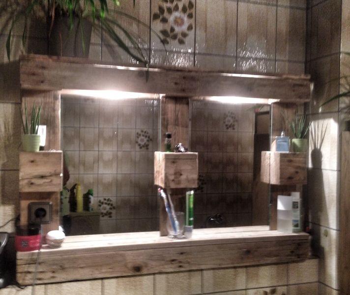selbstgebaute Paletten SpiegelschränkeRegale mit Beleuchtung