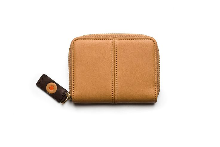 Zip card case / Tarjetero con cremallera. Small Leather Goods - Accessories: A compact card wallet beautifully crafted from natural wax leather. Its elegant zip around design helps to organize all your cards and occupies minimum space.