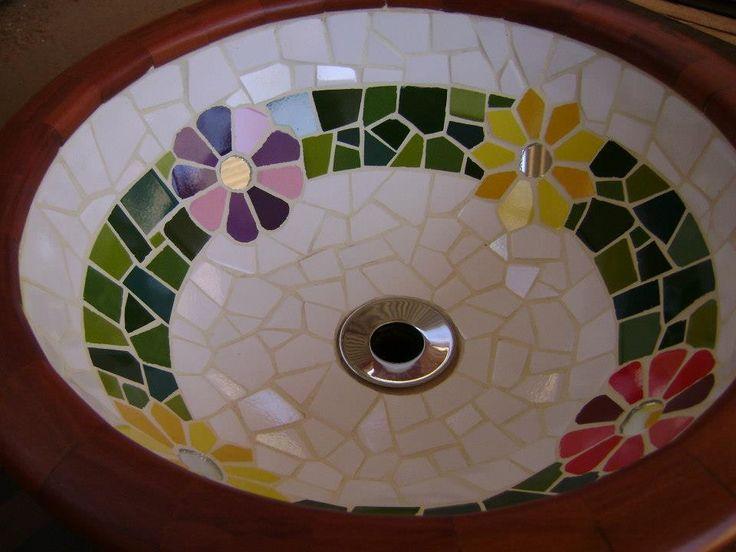 * Cubas de apoio em madeira nobre, hipermeável com fibra de vidro e revestida com mosaico <br>* Acabamento: revestido em madeira nobre <br>* As peças são confeccionadas Manualmente, Trabalho artesanal. <br>* Medida: 36 cm diâmetro <br>* Fazemos projetos personalizados <br>* Peças Sob Encomenda <br>* Frete a Calcular <br>* Fotos meramente ilustrativa
