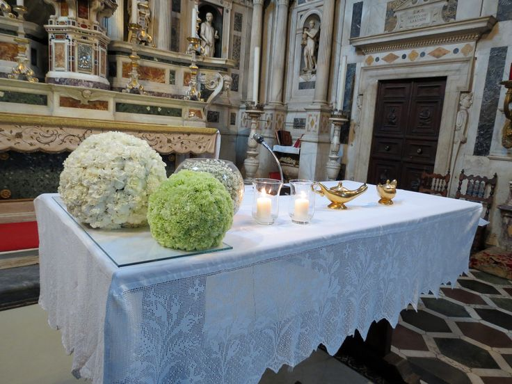 Balls with white and green dianthus and baby's breath. Event Planner : Wedding Italy.