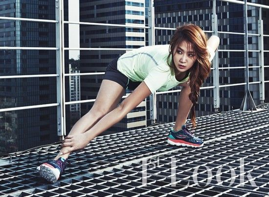 SISTAR's Soyu shows off her healthy, toned figure in fitness pictorial for '1st Look' | allkpop.com