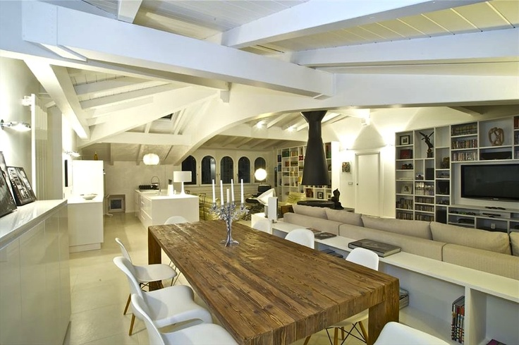"Haute Material's table ""Tenacia"" in a contemporary living room   (photo courtesy of Fabio Gianoli, interior designer)"