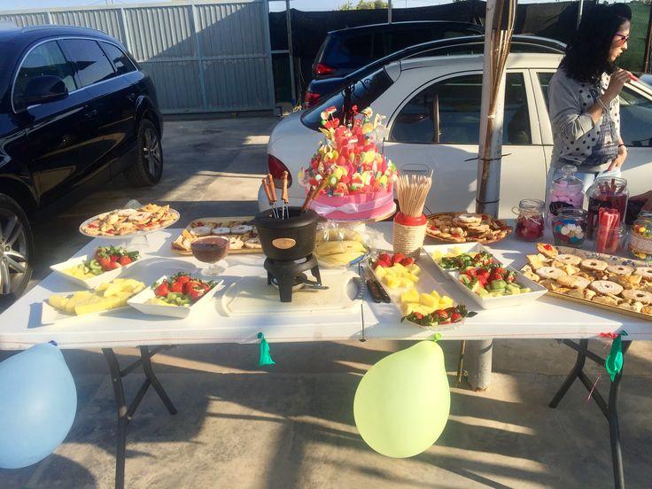 Candy Bar casero:  Fondue de Cholate, fruta, galletas, golosinas y tarta de chuches