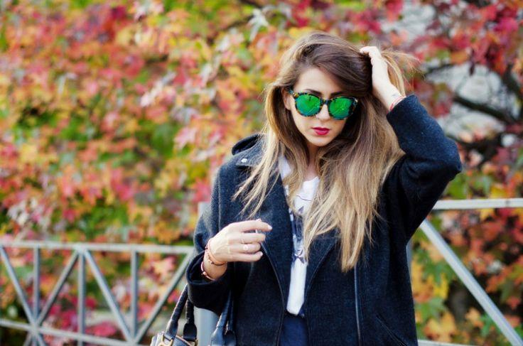 occhiali a specchio cappotto nero lungo