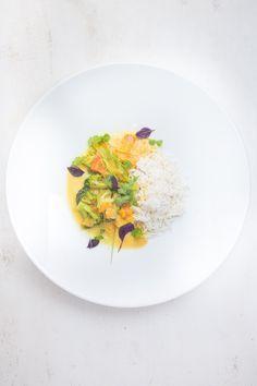 Gelbes Süßkartoffel-Curry mit Brokkoli, Lauch und Duftreis