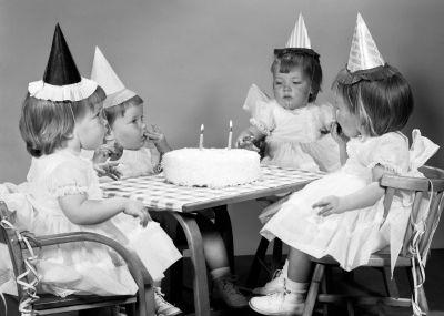 Kinder feestje verjaardagskaart van RETRO versturen bij Kaartwereld: 20% korting bij het maken van een gratis account.