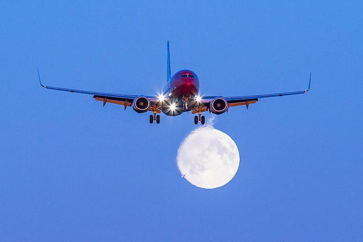 Norwegian 737-800 Moon - Aviation