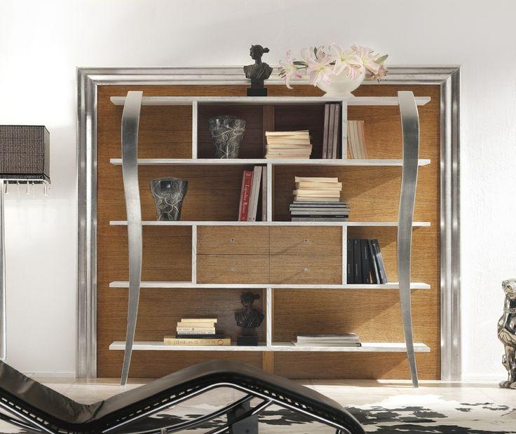 Libreria con particolari in foglia argento