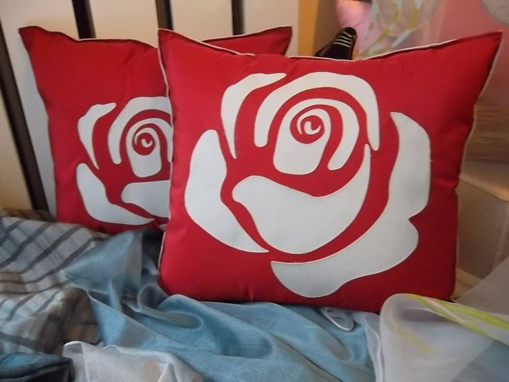 Elegante cuscino in cotone e seta intaglio disegno rosa in rilievo grigio e rosso con cerniera sfoderabile e lavabile, imbottitura in ovatta di ImprontaCreativaMac su Etsy
