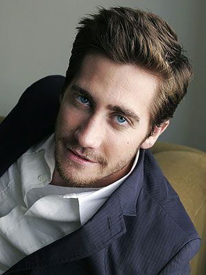 Jake Gyllenhaal....awe...but loOk @ him he is So cute ..with them biG ole puppy eyes n all :)
