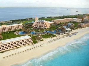 El hotel Grand Oasis Cancún fué catalogado por mucho tiempo como unos de los hoteles mas exclusivos y majestuosos de Cancún, uno de los más atractivos complejos turísticos de la zona hotelera que ofrece a sus huéspedes y visitantes la perfecta combinación de servicios de lujo y hospedaje.