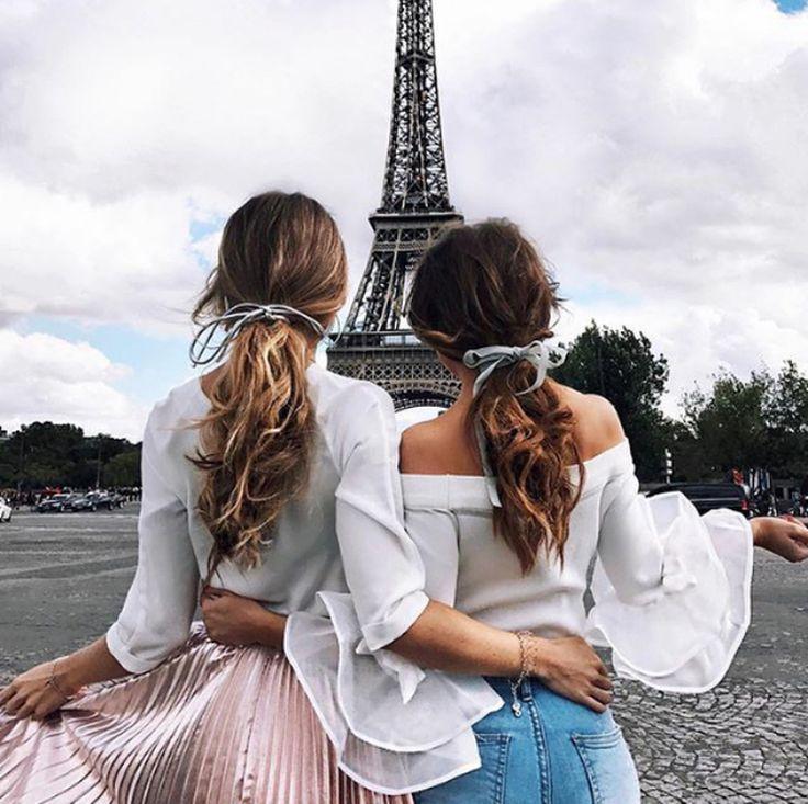 Картинки две подруги со спины