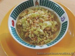 Minestra di riso, farro, orzo con la verza