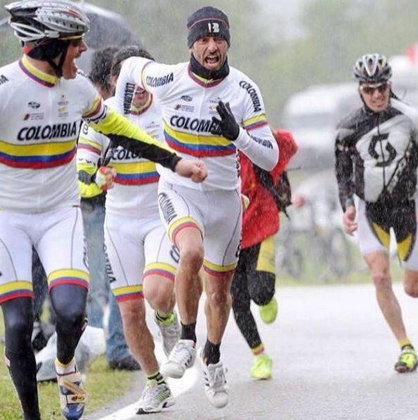 Llegó el Giro Sres. A apoyar a nuestros escarabajos  @Giro d'Italia #vamoscolombia #lahinchadadelGiro