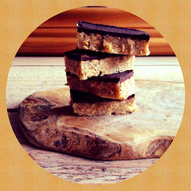 *Gezonde snickers * Pinda-chocolade snacks waarmee je lijf voedt! Rijk aan omega 3 vetzuren. #suikervrij #glutenvrij #lactosevrij